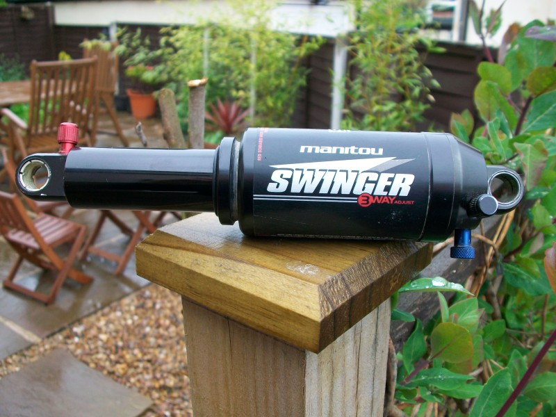 Manitou swinger 3 shock hardware